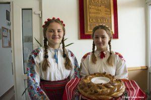 Bulgarische Begrüßungszeremonie mit Brot und Salz